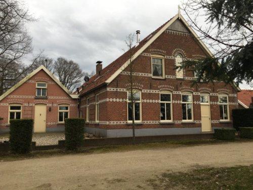 Luxe vakantieboerderij tot 22 personen: Wijndomein Erve Wisselink in Eibergen in de Achterhoek Frontaal